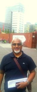 Roy Loupatty vecht door voor zijn vaders KNIL erkenning, achtergrond kantoor SVB Leiden
