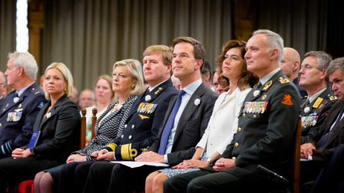 Koning en premier in Ridderzaal voor Veteranendag