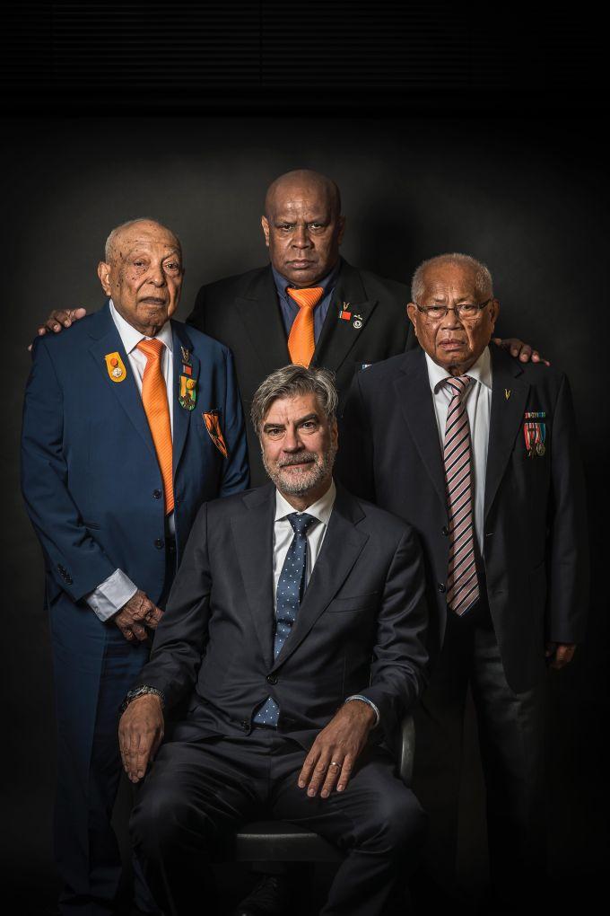 Marcel de Graaff met Molukse veteranen